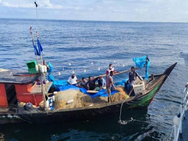 Sebanyak 363 bot nelayan Indonesia diusir APMM sepanjang Mac sehingga semalam. Foto: ihsan APMM