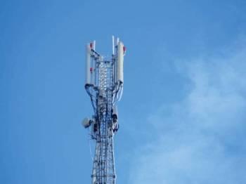 Pembinaan menara komunikasi merupakan penyelesaian terbaik bagi mengatasi isu liputan internet jalur lebar di kawasan Kampung Gusi, Ranau. Foto 123RF