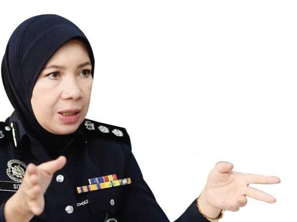Siti Kamsiah menunjukkan statistik kes yang dilaporkan kepada pihaknya sejak tahun 2016 hingga Oktober lalu. - FOTO ROSLI TALIB