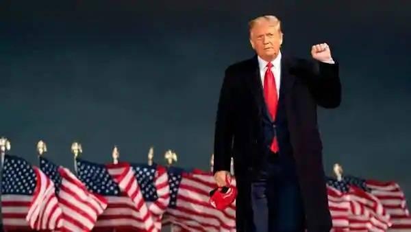 Trump tidak bercakap kepada pemberita sepanjang percutiannya di Mar-a-Lago. - Foto AFP
