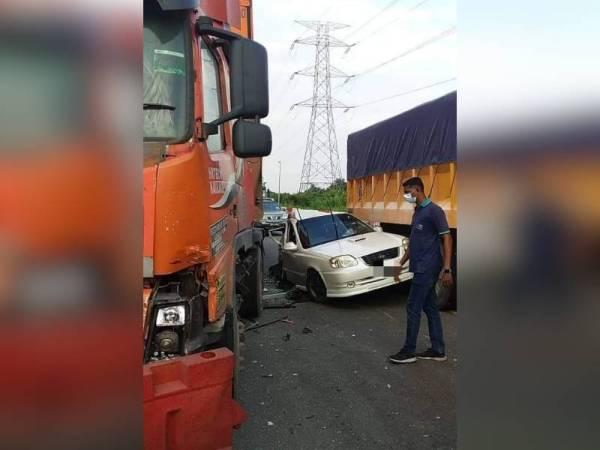 Keadaan kereta yang dipandu wanita dalam kejadian di Pelabuhan Barat, Klang, pada Khamis.