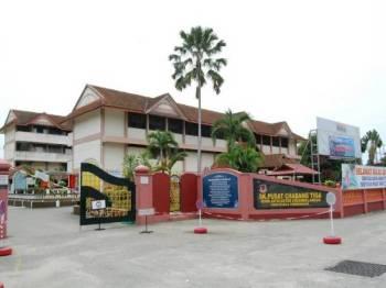 SK Pusat Chabang Tiga ditutup selama tujuh hari bermula Isnin bagi membolehkan sanitasi dilakukan berikutan terdapat kakitangan disahkan positif Covid-19. - Foto Internet