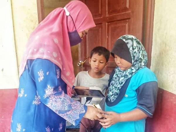 Sumbangan tablet juga telah dilancarkan kepada keluarga murid yang tidak berkemampuan.