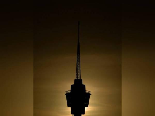 Menara Kuantan 188 menjadi mercu tanda baharu di bandaraya Kuantan. - Foto Bernama