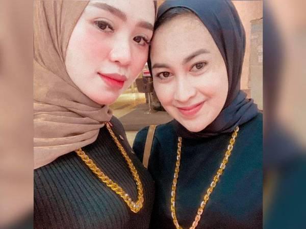Nurul Atira (kiri) bersama sahabat baiknya, Nurul Natrah.