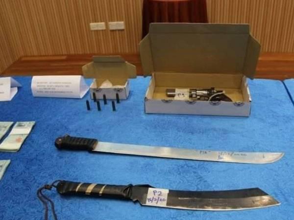 Sebahagian senjata yang digunakan oleh ah long untuk mengugut dan mencederakan mangsa.