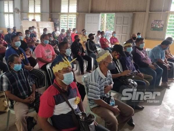 Ketua keluarga yang hadir pada Majlis Pelancaran Bakul Makanan kepada Ketua Isi Rumah di Kampung Orang Asli Bukit Tampoi, Dengkil.
