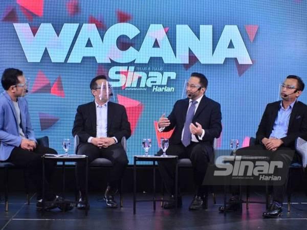 Dari kiri; Ismail, Lih Kang, Isham dan Mohammad Tawfik semasa program Wacana Sinar Harian siri ke-241 bertajuk Realiti Kerjasama PKR - UMNO yang disiarkan secara langsung di platform Sinar Harian pada Selasa.