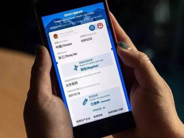 China mengeluarkan pasport virus bagi mengetahui sama ada rakyatnya sudah menerima vaskin Covid-19 pada bulan lalu. - Foto AFP