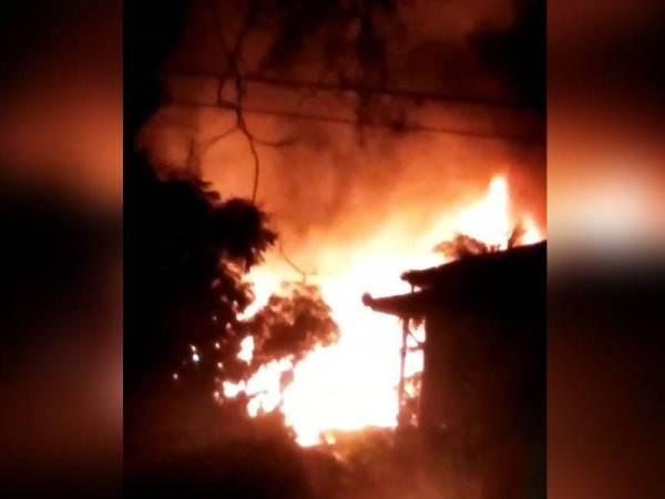 Kebakaran menyebabkan kemusnahan sehingga 90 peratus membabitkan lima buah rumah di Ponduk Fauzi, Yan.