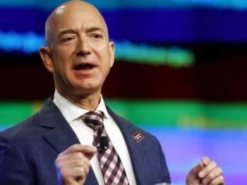 Pengasas Amazon.com, Jeff Bezos telah dinobatkan sebagai manusia paling kaya di dunia oleh majalah Forbes.