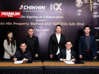 Chiau Haw Choon (duduk kiri) dan Joescher Chee (duduk kanan) menandatangani perjanjian usaha sama antara dua syarikat berkenaan bagi menjayakan penubuhan 10X Valley pada Khamis minggu lalu.