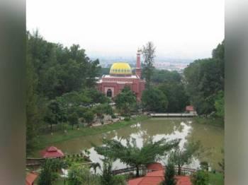 Pengurusan Masjid Al-Khairiyah, Taman Sri Gombak memohon maaf selepas melaungkan azan Maghrib awal tiga minit pada Isnin lalu.