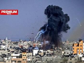 Tentera Israel melancarkan serangan udara sejak Isnin lalu yang mengakibatkan lebih 100 penduduk Palestin terkorban di Gaza. - Foto AFP
