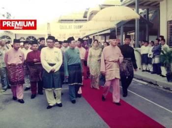 Almarhum Sultan Azlan Shah yang pernah mencemar duli melawat Madrasah Idrisiah Kuala Kangsar