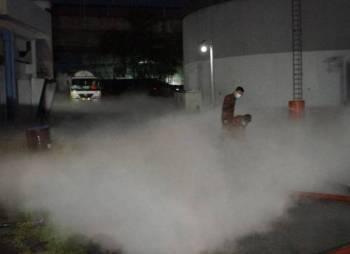 Seorang pemandu lori melecur di sebelah tangan kiri dalam insiden kebocoran gas oksigen di Blok Kejuruteraan, Hospital Kuala Lumpur (HKL). -Foto Bomba KL