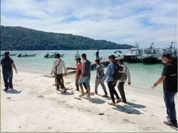 Seramai 12 Pati ditahan dalam operasi bersepadu dijalankan Jabatan Imigresen Malaysia (JIM) Terengganu di Pulau Perhentian, pada Rabu. - Foto JIM Terengganu