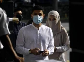 Noor Neelofa dan suami, Muhammad Haris berdepan dakwaan pelanggaran SOP PKPB pada 20 Mei lepas. - Foto Bernama