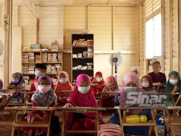 Suasana dalam kelas mengaji yang diikuti kanak-kanak pelarian Rohingya.