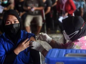 Indonesia merekodkan 15,308 kes baharu Covid-19, jumlah tertinggi sejak kes pertama dikesan pada Mac 2020. Foto Xinhua