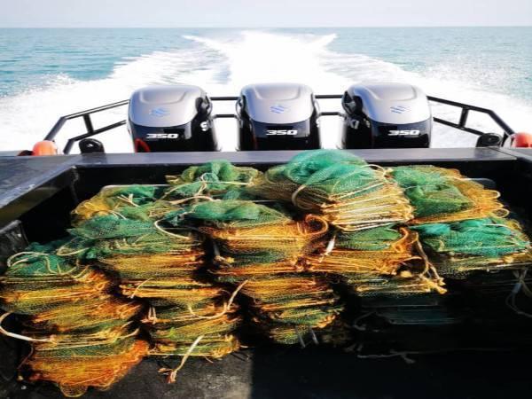 Maritim Malaysia Perak merampas bubu naga yang dipasang di perairan Pulau Pasir Hitam, dekat Lumut pada Khamis. Foto: Ihsan Maritim Perak