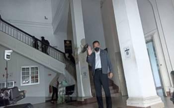 Abd Latif tiba di Mahkamah Tinggi Johor Bahru pada Isnin.