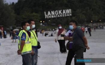 Pulau Langkawi di Kedah, yang menjadi projek rintis Gelembung Pelancongan di negara ini, mula menunjukkan kejayaan sejak ia dibuka pada Khamis lepas apabila merekodkan kedatangan pelancong seramai 9,500 orang. - Foto Bernama