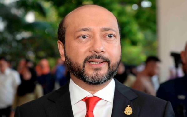 Didakwa pindah duit MBI Kedah ke akaun di Kanada, Mukhriz akhirnya buka mulut