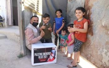 Bantuan mainan diberikan kepada kanak-kanak Palestin bagi mengurangkan trauma mereka terhadap peperangan yang berlaku di sana.