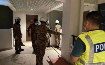 Seorang warga emas terjatuh dari tingkat 29 dan tersangkut di balkoni tingkat 16 di Atarzia Park Forest City, Iskandar Puteri, pada Isnin.