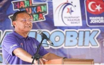 Hasni ketika berucap pada Majlis Program Senamrobik Muafakat Makmur Benut (MMB) 53, di Pontian pada Sabtu.