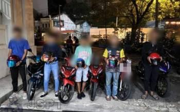 Antara individu yang diambil tindakan menerusi Ops Samseng Jalanan dan Ops Motosikal di beberapa lokasi utama sekitar ibu kota bermula pada Jumaat sehingga awal pagi Ahad.