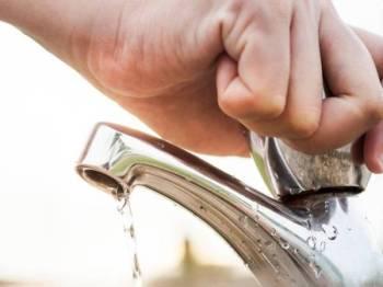 Sebanyak 145 kawasan di Sepang dan 11 lagi di Kuala Langat alami gangguan bekalan air tidak berjadual susulan insiden paip pecah di Simpang 3 LBJ, Jalan B48, Kampung Chinchang, Salak Tinggi, Sepang. - Gambar hiasan