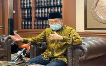 Rais pada sidang akhbar di pejabatnya di Parlimen pada Khamis.